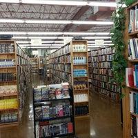 Das Foto wurde bei Half Price Books von Nerdy D. am 3/2/2013 aufgenommen