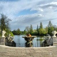 Foto tirada no(a) Kensington Gardens por Andrey A. em 5/4/2013