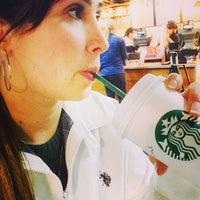 Foto tirada no(a) Starbucks por Gerlane C. em 9/10/2014