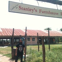 Photo prise au Stanley's Farmhouse Pizza par Echo le9/14/2013