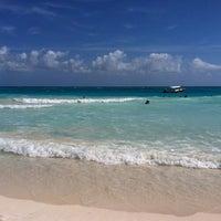 Foto tomada en Playa Maroma por Iris C. el 1/13/2013