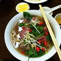 Photo taken at Yen's Vietnamese Restaurant by Amit K. on 10/22/2012