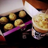 Photo taken at TOM N TOMS COFFEE by HYUNDAN K. on 9/6/2014