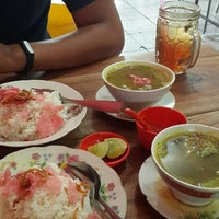 Photo taken at Lontong Sayur Uda Asdi by Wahyu A. on 6/14/2015