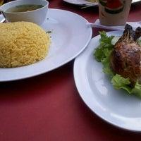 Photo taken at Tat Nasi Ayam by Asyraf R. on 10/3/2012