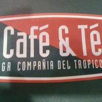 Photo prise au Café &Té par Andrew R. le10/1/2012