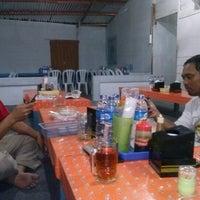 Photo taken at Nasi Pecel & Rawon Bhakti by Setiaone A. on 11/3/2012