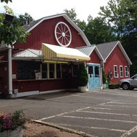 Photo taken at Wagon Wheel Country Drive-In by Jacques A. on 7/9/2014
