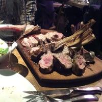 5/19/2013 tarihinde Semra Gülbaharziyaretçi tarafından Nusr-Et Steakhouse'de çekilen fotoğraf