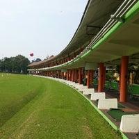 Foto scattata a Senayan Golf Driving Range da Andrie W. il 12/9/2012