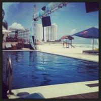 Foto tomada en Mandala Beach Club por Lileni el 5/31/2013