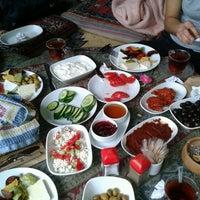 Das Foto wurde bei Yavuz'un Yeri von Ali Can A. am 10/2/2012 aufgenommen