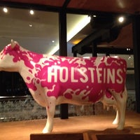 Photo taken at Holsteins Shakes and Buns by Gus on 9/20/2012