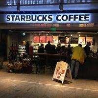Foto tomada en Starbucks por Dexter P. el 12/16/2012