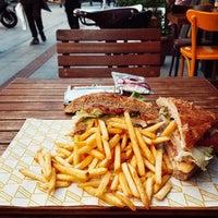 10/20/2017 tarihinde Anıl A.ziyaretçi tarafından Bubada Club Sandwich and Burger'de çekilen fotoğraf