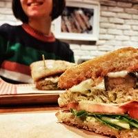 3/16/2018 tarihinde Anıl A.ziyaretçi tarafından Bubada Club Sandwich and Burger'de çekilen fotoğraf