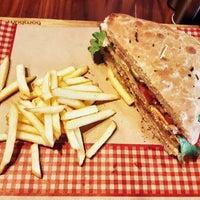 3/24/2018 tarihinde Anıl A.ziyaretçi tarafından Bubada Club Sandwich and Burger'de çekilen fotoğraf