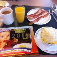 Photo taken at Waffle House by Peggy G. on 12/30/2013