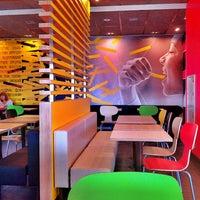 11/2/2012 tarihinde !Prior I.ziyaretçi tarafından McDonald's'de çekilen fotoğraf