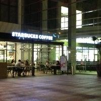 7/20/2013 tarihinde Ahmet A.ziyaretçi tarafından Starbucks'de çekilen fotoğraf