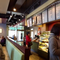 Photo taken at Starbucks by Kaoli Marguerite T on 1/7/2013