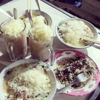 Photo taken at Cafe Sedap Malam by Yuni A. on 3/29/2014