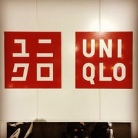 Photo taken at UNIQLO ユ二クロ by Jonny H. on 12/18/2013