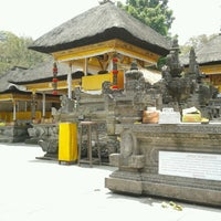 Photo taken at Pura Tirta Empul (Tirta Empul Temple) by Agassi Y. on 9/24/2012