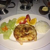 Foto tomada en Casa Loma Restaurant Bar por Alberto J. el 5/17/2014