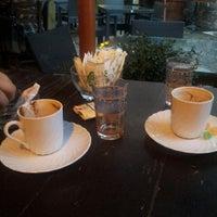 10/19/2013 tarihinde Adnan G.ziyaretçi tarafından Bachçe Cafe'de çekilen fotoğraf