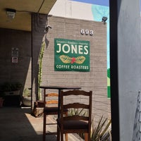 Foto tomada en Jones Coffee Roasters  por Melinda M. el 4/29/2013