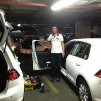 9/16/2013 tarihinde Tanış Elektronik Elektrik Otomotiv Otomasyonziyaretçi tarafından SEAT - Avek Otomotiv'de çekilen fotoğraf