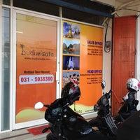 Photo taken at BUDI WISATA Ngagel - Sales Office -d/h Beyond Wisata Tours & Travel- by Danel B. on 10/12/2013