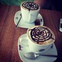 Das Foto wurde bei Coffeemania von Ozge O. am 5/1/2013 aufgenommen