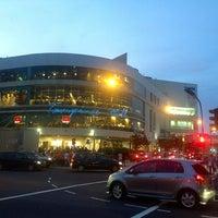 รูปภาพถ่ายที่ Tampines Mall โดย cathy lakwatsera เมื่อ 1/6/2013