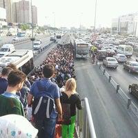 5/7/2013 tarihinde Neşe E.ziyaretçi tarafından Cevizlibağ Metrobüs Durağı'de çekilen fotoğraf