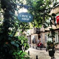 10/24/2012 tarihinde Defne A.ziyaretçi tarafından Cafe&Shop'de çekilen fotoğraf