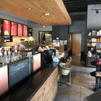 Foto scattata a Starbucks da Travis E. il 10/15/2017