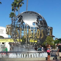 Foto scattata a Universal Studios Hollywood Globe and Fountain da Marc B. il 10/28/2012