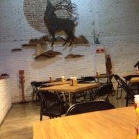Foto tomada en Smokey's Burger House por Diego R. el 10/31/2013