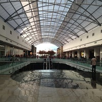 Foto tomada en Centro Comercial Cacique por LIZETTE J. el 1/2/2013