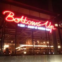 รูปภาพถ่ายที่ Bottoms Up โดย Hideo Y. เมื่อ 3/15/2013