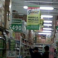 Photo taken at Giant Hypermarket by Maya D. on 9/23/2012