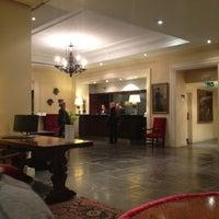 Foto scattata a Hotel Amigo da Stephanie il 9/25/2012