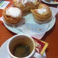 Photo taken at Crispauno by Rui R. on 9/16/2012