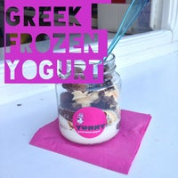 รูปภาพถ่ายที่ Yummy Greek Frozen Yogurt โดย Di S. เมื่อ 7/9/2013