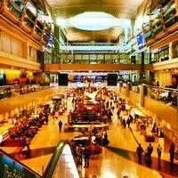 10/28/2013 tarihinde Vincenzo B.ziyaretçi tarafından Dubai Uluslararası Havalimanı (DXB)'de çekilen fotoğraf