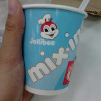 Photo taken at Jollibee, Halang Calamba City by Justine O. on 5/20/2014