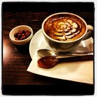 12/4/2012 tarihinde Gözde Urhalziyaretçi tarafından Kahve Dünyası'de çekilen fotoğraf