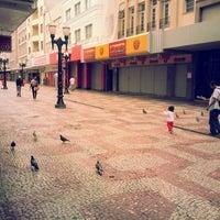 Photo taken at Calçadão da Rua Halfeld by Ulisses S. on 10/14/2012